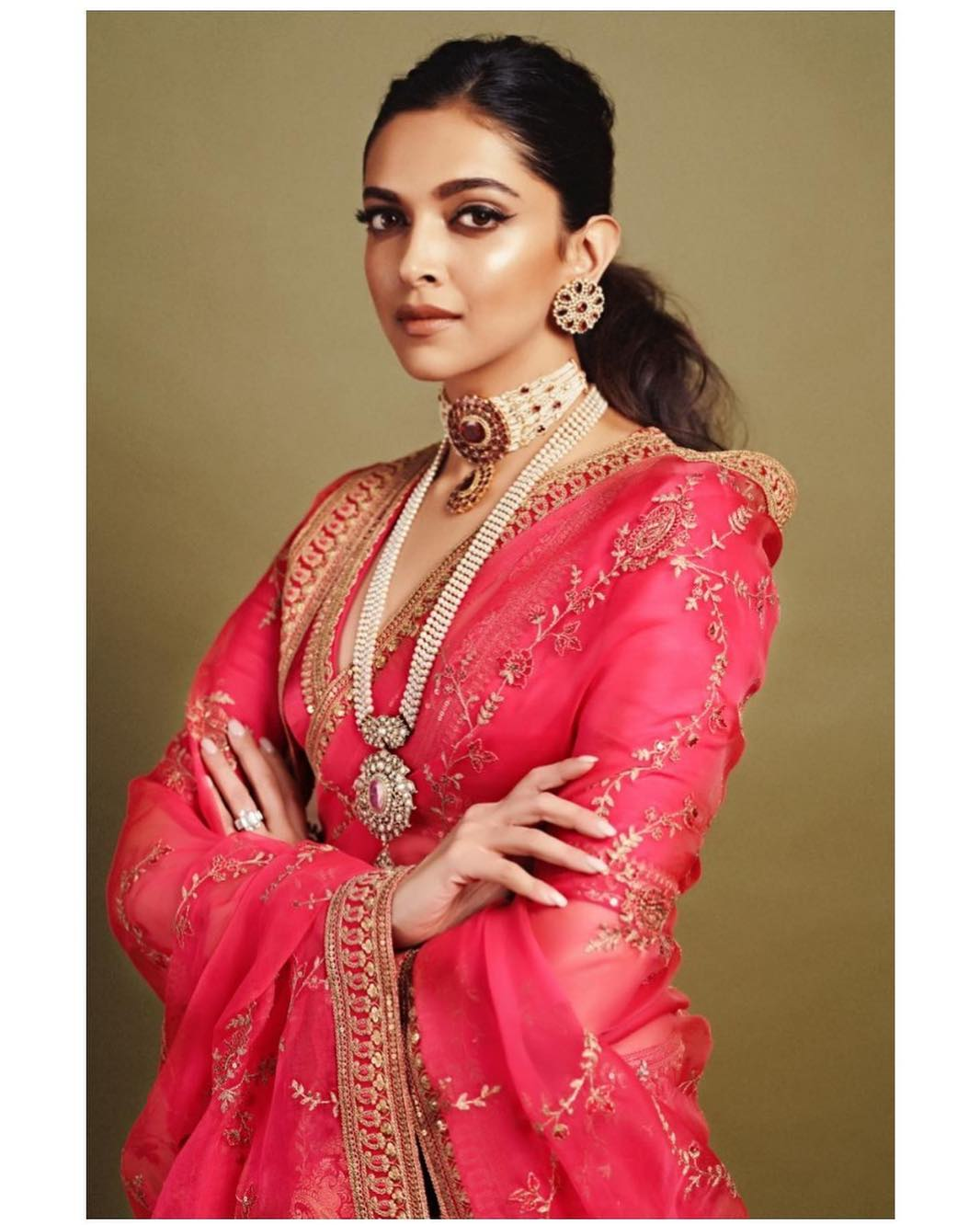 Deepika Padukone looking breathtakingly beautiful in Designer Pink and gold Saree || Planet Bollywood || Media Tribe || The-Uncovered